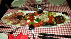 Italienisch Vorspeisen http://www.tuttomatto.de/de/italienisch-vorspeisen/ #Italienisch #Vorspeisen #Vorspeisenteller #Porchetta #Büffelmozzarella #Aufschnitt #Oliven #Gemüse #Käse #Brot #GutenAppetit #Mehringdamm #Kreuzberg #Berlin #TuttoMatto #Italia #TuttoMattoItalia