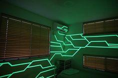 【サイバー空間】蓄光テープを使って部屋を男の夢にしてみた | ひとり暮らしLab
