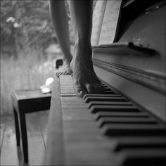 Music and sensuality. Art photo with theme The woman and the piano. Music, beauty and sensuality are Black N White, Black White Photos, Black Art, Black And White Photography, Piano Keys, Piano Bar, Poster S, Art Music, Piano Music