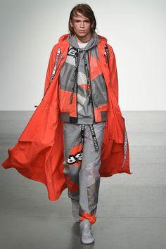 Christopher Raeburn London Fashion Week Men's Spring Summer 2018 - Sagaboi - Look 1