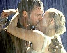 Sweet Home Alabama...perfect kiss in the rain (ahhh love it!)