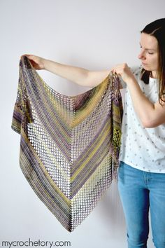 The Flores Shawl is worked the top-down in two stitch patterns creating an asymmetrical look. Different pattern on each side. Crochet Motifs, Crochet Poncho, Crochet Scarves, Crochet Stitches, Crochet Patterns, Crochet Clothes, Stitch Patterns, All Free Crochet, Single Crochet