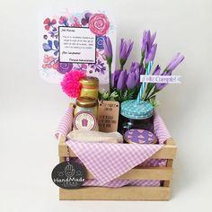 WEBSTA @ laplannereventos - Toc Toc✊Felicidad a domicilio!#desayunosbucaramanga #desayunosorpresa #desayunosadomicilio #breakfasttime #coffeetime ☕️ #breakfast #guacal #regalosbucaramanga #sorpresasbucaramanga Cool Gifts, Diy Gifts, Breakfast Specials, Wine Gift Baskets, Chocolate Bouquet, Love Days, Mom Day, Lets Celebrate, Diy And Crafts