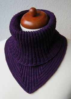 Ravelry: Project Gallery for Treppenviertel Cowl pattern by Nicola Susen.  Not free, but how great is this design?