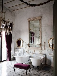 Luxurious style in rustically structured bathroom