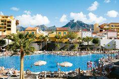 Isabel Family -hotellin laajalla piha-alueella on lämmitetty uima-allas, lastenallas, poreallas ja lapsille leikkikenttä. Hotellissa kokoontuu koulujen loma-aikoina Aurinkomatkojen Muumikerho. #Tenerife #CostaAdeje