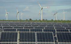 Turbinas eólicas e painéis solares em Werder, Alemanha (Foto: Sean Gallup/Getty Images)