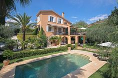 These 7 charming estates showcase the best of France, from Cannes to Aix-en-Provence Architectural Digest, Luxury Estate, Luxury Homes, Villa Cannes, Super Hotel, Spanish Exterior, French Villa, La Croisette, Villa Pool