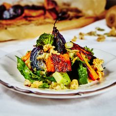 This roasted quinoa salad is amazing! It's full of flavour and is super healthy!
