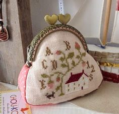 Wee coin purse Petite Purses, Pouch, Wallet, Fabric Bags, Handmade Bags, Capes, Bag Making, Leather Purses, Needlework