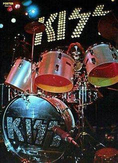 .Peter Criss on the drums!