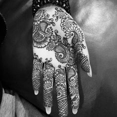 Latest new easy and simple Arabic Mehndi Designs for full hands for beginners, for legs and bridals. Stunning Arabic Mehndi Designs Images for inspiration. Simple Arabic Mehndi Designs, Mehndi Design Images, Henna Designs Easy, Beautiful Mehndi Design, Best Mehndi Designs, Simple Henna, Henna Tattoo Designs, Henna Tattoos, Mehendhi Designs