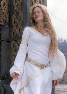 Eowyn, great image of both her dress and the designs on the building behind.