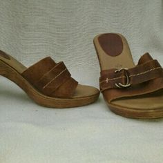 FIONI Leather Heeled Sandals 6.5 M Very good, clean condition.  Some scuffing/sxratches on genuine leather upper, just adds to their vintage look and feel.  Great find?? Vintage Shoes Heels