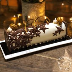 Fancy Desserts, Lemon Desserts, Holiday Cakes, Holiday Desserts, Christmas Log Cake, Motorbike Cake, Chocolate Mousse Cake Filling, Swiss Roll Cakes, Birthday Chocolates