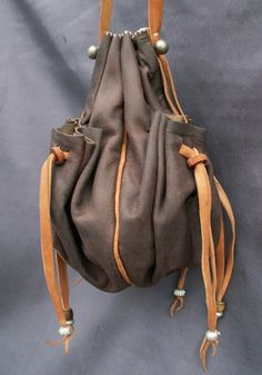 Karl has great bags and cases at great prices. This one has a main pocket and 4 side pockets. It would be possible, during fabrication, to place a central divider in the main poacket yielding 6 altogether. - Drawstring purse with many pockets
