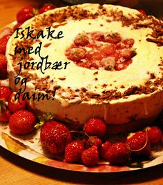 Iskake med jordbær og daim Tiramisu, Love Food, Ice Cream, Treats, Baking, Ethnic Recipes, Desserts, Cold, Cakes