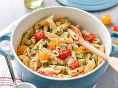 One pot pasta au chèvre, courgette et tomate cerise – Recettes One pot pasta with goat cheese, zucchini and cherry tomato – Recipes Mac And Cheese Rezept, Pasta Tomate, Cherry Tomato Recipes, Goat Cheese Pasta, Pepper Pasta, Easy One Pot Meals, Salmon Dishes, Salmon Pasta, One Pot Pasta