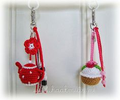Teapot and cupcake crochet keychain (.I think id prefer to use them some other way.theyd get handled/dirty too much on a keychain) Diy Crochet And Knitting, Crochet Food, Crochet Gifts, Yarn Crafts, Sewing Crafts, Diy Crafts, Crotchet Patterns, Crochet Keychain, Crochet Accessories