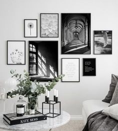 - Wall Art Ideas - 3 meest gemaakte fouten bij het maken van een gallery wall 3 most common mistakes when making a gallery wall - Everything to make your home your Home Gallery Wall Layout, Gallery Wall Art, Photo Gallery Walls, Black And White Posters, Black And White Picture Wall, Black And White Interior, Black White, Black And White Office, Black And White Living Room