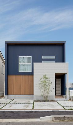 😊A house where you can feel the family no matter where you are 💼BY CLASIS HOME Co. Japanese Modern House, Modern Minimalist House, Minimalist Architecture, Modern Architecture House, Architecture Design, Modern Buildings, House Siding, House Paint Exterior, Exterior House Colors