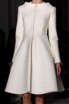 View all the detailed photos of the Valentino haute couture spring 2013 showing at Paris fashion week. Look Fashion, High Fashion, Womens Fashion, Fashion Design, Fashion Trends, Fashion Coat, Modest Fashion, Fashion Dresses, Mode Chic