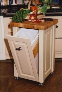 Small Kitchen Trash Cans Mobile Kitchen Island, Diy Kitchen Island, New Kitchen, Kitchen Decor, Kitchen Small, Cheap Kitchen, Country Kitchen, Small Kitchen Islands, Kitchen Ideas For Small Spaces