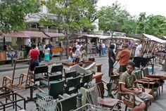 Rua do Lavradio - Centro do Rio - Conhecida e muito prestigiada, a Feira oferece ao público antiguidades, artesanato, livros e peças de arte e decoração.