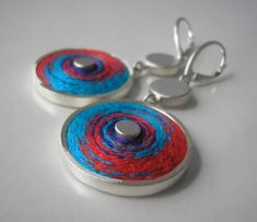 Earrings in the form of a circle made of 925 silver embroidery technique in the traditional red and blue. Vintage Earrings, Earrings Handmade, Handmade Jewelry, Metal Jewelry, Jewelry Art, Jewellery, 925 Silver, Silver Rings, Textile Jewelry