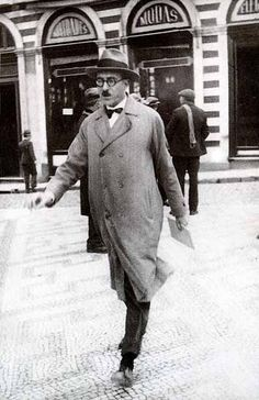 Fernando Pessoa, poet of Lisbon Irving Penn, Book Writer, Book Authors, Books, Writers And Poets, Architecture Tattoo, Funny Art, Animal Design, Portraits