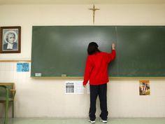 UAAR contro l'Insegnamento della Religione a Scuola L'insegnamento della religione cattolica (IRC) è un'istituzione italiana del Concordato, risalente al 1929. In principio un obbligo per tutti gli studenti, oggi è facoltativa, come stabilito nel 1984 #religione #scuola #insegnamento