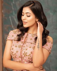 Karthika Nair life story: Karthika Nair is a Tollywood Actress, who is essentially works with Telugu motion pictures. South Indian Actress Photo, Romantic Images, Beauty Full Girl, Bridal Beauty, Beautiful Asian Girls, Actress Photos, Indian Beauty, Indian Actresses, My Girl