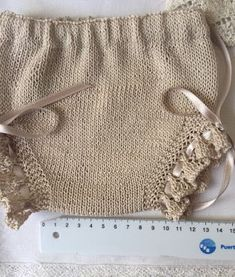 Blog Abuela Encarna Baby Knitting Patterns, Baby Cardigan Knitting Pattern, Baby Clothes Patterns, Crochet Baby Clothes, Knitting For Kids, Cute Baby Clothes, Baby Jessica, Spanish Baby Clothes, Baby Romper Pattern