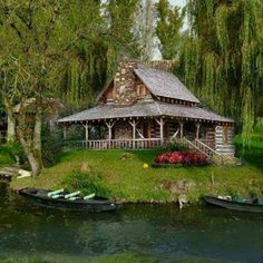 It's a cabin...on a lake...with willow trees...can it possibly get any better than this??? Lake Cabins, Cabins And Cottages, Cabin On The Lake, Small Cabins, Cabins In The Woods, Little Cabin, Little Houses, Tiny Houses, Haus Am See