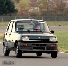Pour ce lundi, une Renault 5 GTL qui se prénomme Émeraude ;)