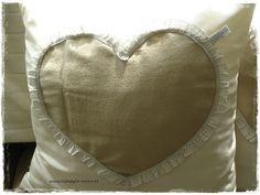 Op bestelling te maken;groot kussen van 50x50 met rits.Andere kleuren ook mogelijk.  www.lifestyle-more.nl