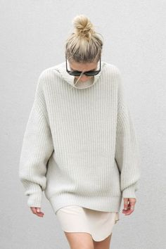 Now is the time to pull out your pullovers, high necks and knitwear. Yes, ladies. We are well and truly in Sweater Weather. Looks Street Style, Looks Style, Style Me, White Fashion, Look Fashion, Womens Fashion, Fashion Kids, Fashion Shoot, Urban Fashion