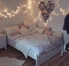 Creative ways Fairy lights bedroom ideas teen room decor - Schlafzimmer Ideen Color Photos Youngsters require their very own space in their room. The bed is Cute Bedroom Ideas, Girl Bedroom Designs, Room Ideas Bedroom, Bedroom Colors, Bedroom Ideas Creative, Teen Room Colors, Teen Bedroom Furniture, Teen Room Designs, Grey Furniture