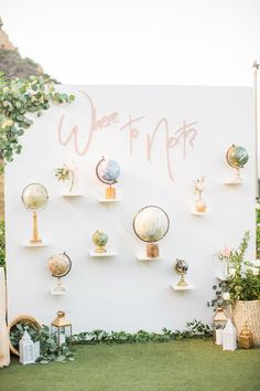 backdrop of globes for a travel inspired wedding | Photography: Birds of a Feather