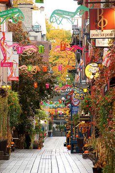 Rue du Petit Champlain, Quebec City, Canada Version Voyages, www.versionvoyage... Plus