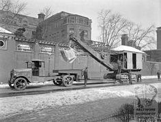 Diamond T truck 1930 with steam shovel