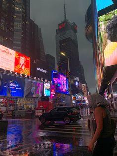 Manhattan Night, Manhattan New York, Night Aesthetic, City Aesthetic, Nyc Life, City Life, New York Night, Night Vibes, Dream City