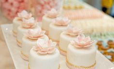 cute mini cakes and lots of other great party ideas on this site