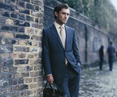 Jude Law by Paolo Roversi for Dunhill, 2007 Dapper Gentleman, Modern Gentleman, Jude Law Style, Young Pope, Hey Jude, Celebrity Crush, Mens Suits, Movie Stars, Pop Culture