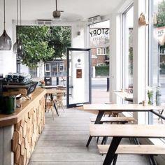 Restaurant & Bar 35 Cool Coffee Shop Interior Design-Ideen Beste Inspiration Get On Deck With New Ou Cafe Bar, Cafe Shop, Restaurant Bar, Restaurant Design, Modern Restaurant, Cozy Coffee Shop, Coffee Shop Design, Coffee Shops, Interior Simple