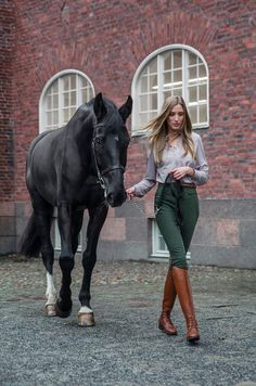 Bianca full seat breeches - Forest Green — AISLING Equestrian You are in the right place about Equestrian Fashion videos Here we offer you the most beautiful pictures about the Equestrian Fashion plus Equestrian Chic, Equestrian Girls, Equestrian Outfits, Equestrian Fashion, Riding Breeches, Fashion Videos, Jodhpur, Thalia, Solid Black