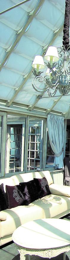 Une véranda très élégante ouverte sur la piscine Un air de vacances