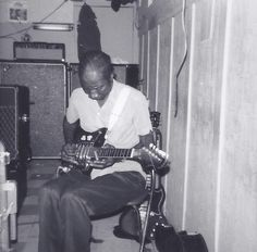 Hound Dog Taylor at Ma Bea's – 1971