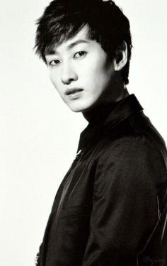 Eunhyuk, ultimate Super Junior Bias! <3