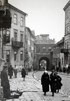 Grodzka Gate Lublin Old Photos, Vintage Photos, Ww1 Pictures, What Is Vintage, Jewish History, 10 Picture, Historical Images, A Whole New World, Warsaw